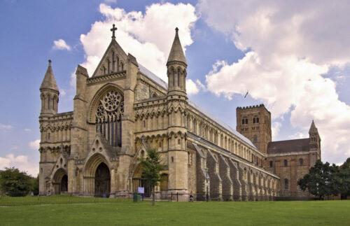 st albans St Albans Saint Albans Cathedral e1608994987530 luton taxi SPECIAL OFFERS Saint Albans Cathedral e1608994987530